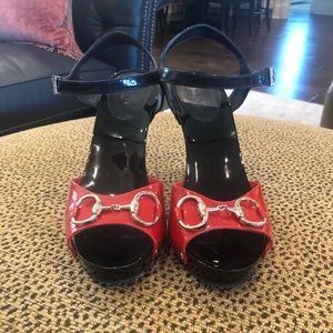 Gucci Shoes - Gucci Red & black heels